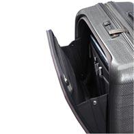 Komplett ausgestattete Fronttasche für schnellen Zugriff auf Reisedokumente, Businesszubehör und persönliche Utensilien.