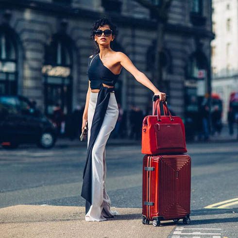 Strike a pose with our deep red Zalia bailhandle and matching Neopulse spinner. #MySamsonite