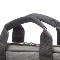 Des poignées confortables en néoprène pour faciliter le port du sac.