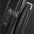 Equipée de poignées intégrées, d'une serrure TSA® et d'une poignée de traction ergonomique au toucher doux.
